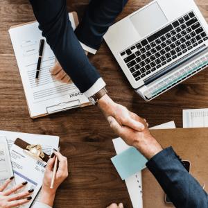 ¿Qué hace que los clientes opten por un abogado por encima de otro?
